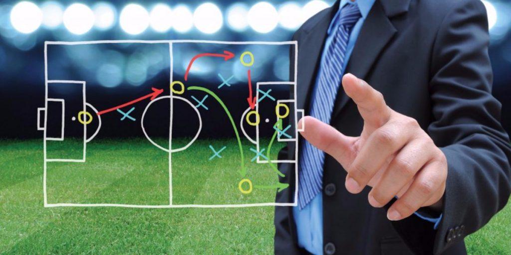 Ilustrasi Seseorang Mengkalkulasikan Perkembangan Pertandingan Sepakbola